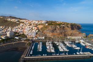 Aerial drone view of San Sebastian de la Gomera town and marina, UNESCO Biosphere Site, La Gomera, Cの写真素材 [FYI03798680]