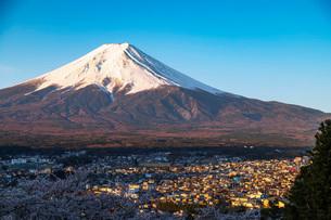 Mount Fuji, 3776m, UNESCO World Heritage Site, Yamanashi Prefecture, Honshu, Japan, Asiaの写真素材 [FYI03798768]
