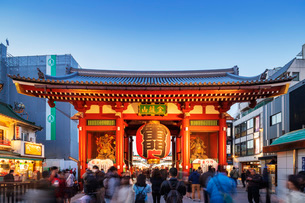 Kaminarimon main gate, Sensoji Temple, Asakusa, Tokyo, Japan, Asiaの写真素材 [FYI03798839]