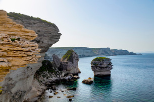 Cliffs on the rugged coastline near the town of Bonifacio on the Mediterranean island of Corsica, Boの写真素材 [FYI03798999]