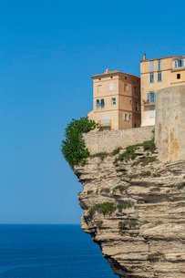 The Citadel and old town of Bonifacio perched on rugged cliffs, Bonifacio, Corsica, France, Mediterrの写真素材 [FYI03799009]