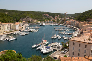 Boats moored in the marina in the southern Corsica town of Bonifacio, Corsica, France, Mediterraneanの写真素材 [FYI03799013]