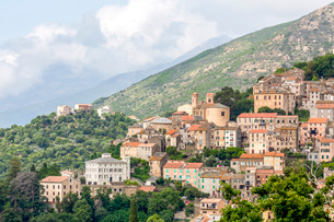 The small hill town of Oletta in northern Corsica, France, Mediterranean, Europeの写真素材 [FYI03799020]