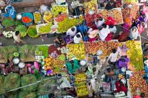 Fruit and vegetable market in the Old City, Udaipur, Rajasthan, India, Asiaの写真素材 [FYI03799057]