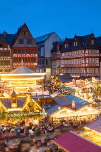 Frankfurt Christmas Market at dusk, Frankfurt am Main, Hesse, Germany, Europeの写真素材 [FYI03799083]
