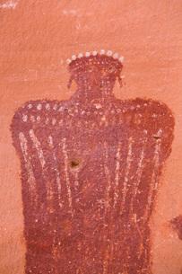 Moki (Moqui) Queen Pictograph, Glen Canyon National Recreation Area, Utah, United States of America,の写真素材 [FYI03799118]