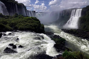 The Falls at Foz do Iguacu, Iguacu National Park, UNESCO World Heritage Site, Brazil, South Americaの写真素材 [FYI03799131]