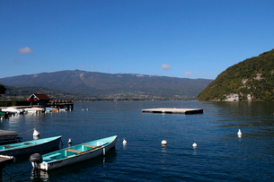 Lake Annecy (Lac d'Annecy), the third largest lake in France and known as Europe's cleanest lake, Haの写真素材 [FYI03799173]