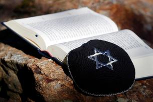 Torah and Kippah, two Jewish symbols, France, Europeの写真素材 [FYI03799198]