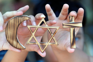 Christianity, Islam, Judaism, the three monotheistic religions with symbols of Jewish Star, Muslim Cの写真素材 [FYI03799209]
