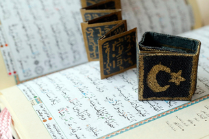 Close-up of Quran, crescent, star and surats, Muslim symbols, Vietnam, Indochina, Southeast Asia, Asの写真素材 [FYI03799216]