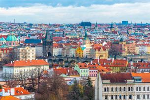 Charles Bridge, Stare Mesto (Old Town), UNESCO World Heritage Site, Prague, Czech Republic, Europeの写真素材 [FYI03799270]