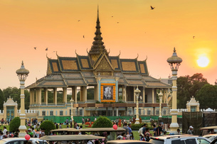 Chan Chhaya Moonlight Pavilion at sunset, venue for classic Khmer dance, Royal Palace Park, city cenの写真素材 [FYI03799290]