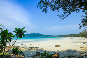 Beautiful white sand beach on this popular holiday island, Koh Rong Sanloem Island, Sihanoukville, Cの写真素材 [FYI03799320]