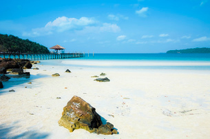 Beautiful white sand beach on this popular holiday island, Koh Rong Sanloem Island, Sihanoukville, Cの写真素材 [FYI03799321]
