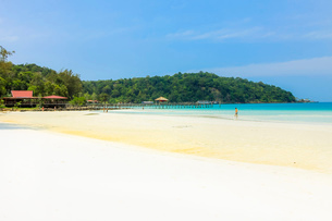 Beautiful white sand beach on this popular holiday island, Koh Rong Sanloem Island, Sihanoukville, Cの写真素材 [FYI03799325]