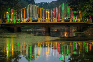Lights and illuminated bridge on the Siem Reap River by the Art Center Night Market in this NW touriの写真素材 [FYI03799329]