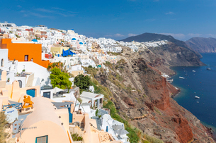 View of white washed house in Oia village, Santorini, Cyclades, Aegean Islands, Greek Islands, Greecの写真素材 [FYI03799358]