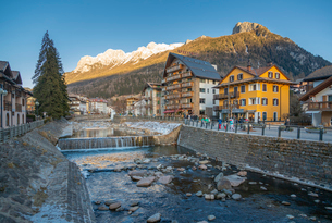 Avisio River through Moena in Italy, Europeの写真素材 [FYI03799399]
