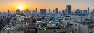 View of Tel Aviv skyline at sunrise, Tel Aviv, Israel, Middle Eastの写真素材 [FYI03799510]