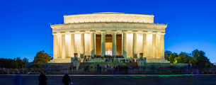 View of Lincoln Memorial at dusk, Washington D.C., United States of America, North Americaの写真素材 [FYI03799551]