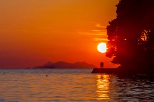 View of sunset in Cavtat on the Adriatic Sea, Cavtat, Dubrovnik Riviera, Croatia, Europeの写真素材 [FYI03799574]