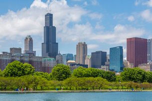 View of Chicago skyline and Willis Tower from Lake Michigan taxi boat, Chicago, Illinois, United Staの写真素材 [FYI03799657]