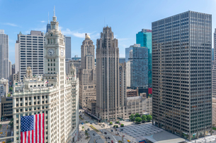 View of Wrigley Building from rooftop terrace, Downtown Chicago, Illinois, United States of America,の写真素材 [FYI03799661]