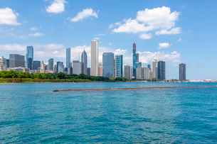 View of Chicago skyline from Lake Michigan taxi boat, Chicago, Illinois, United States of America, Nの写真素材 [FYI03799669]