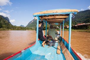 Boat trip on the Nam Ou River looking north at Muang Ngoi Neua, Luang Prabang Province, Northern Laoの写真素材 [FYI03799684]