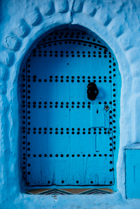 Traditional doorway in Chefchaouen, Morocco, North Africa, Africaの写真素材 [FYI03799707]