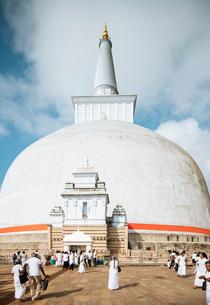 Ruwanweli Saya Dagoba (Golden Sand Stupa), Anuradhapura, UNESCO World Heritage Site, North Central Pの写真素材 [FYI03799723]