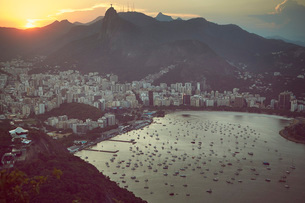 Views of Rio de Janeiro and Christ the Redeemer from Sugarloaf mountain (Pao de Acucar) at sunset, Rの写真素材 [FYI03799927]