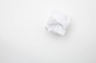 White giftの写真素材 [FYI03800133]