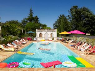 People enjoying summer around the poolの写真素材 [FYI03800354]