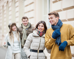 Happy young couples in warm clothing enjoying vacationの写真素材 [FYI03800851]