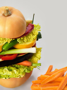 Healthy diet illustrated by a raw vegetarian burger and carrの写真素材 [FYI03801780]