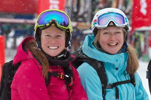 Women on ski holiday in Kuhtai, Austriaの写真素材 [FYI03801990]