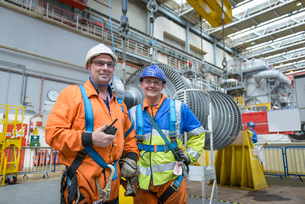 Banksman and crane operator in turbine hall during power station outage, portraitの写真素材 [FYI03802563]