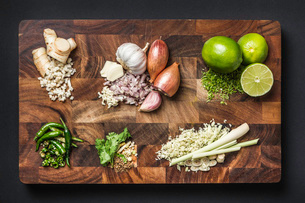 Ingredients for making green curry pasteの写真素材 [FYI03802576]