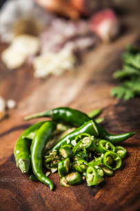 Ingredient for making green curry paste - chilliの写真素材 [FYI03802577]