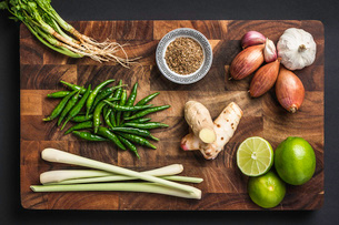 Ingredients for making green curry pasteの写真素材 [FYI03802582]