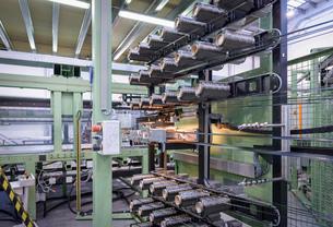Rows of carbon fibre on loom in carbon fibre factoryの写真素材 [FYI03802779]