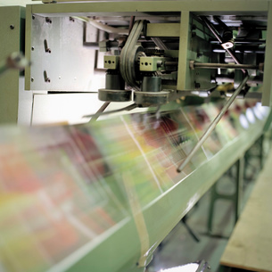 Close up of folding machine in printworksの写真素材 [FYI03802951]