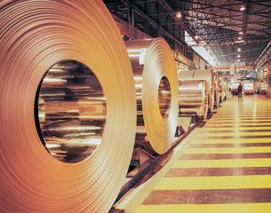 Rolls of steel in steel millの写真素材 [FYI03803004]