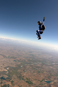 Freeflying skydiver in blue skyの写真素材 [FYI03803170]