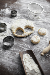 Baking preparation with scone dough and pastry cutters on tableの写真素材 [FYI03803245]