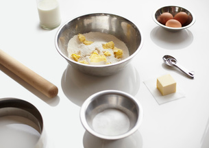 Baking preparation with flour, butter and eggsの写真素材 [FYI03803263]
