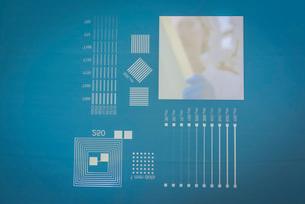 Screen printer mesh for graphene ink in graphene processing factory, close upの写真素材 [FYI03803497]