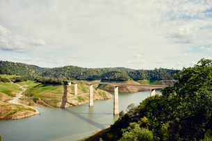 Golden Chain Highway over New Melones Lake, James Town, California, USAの写真素材 [FYI03803643]